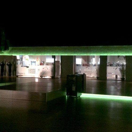 Iluminación indirecta con leds de color